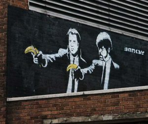 "Grafiti Banksy ""Pulp Fiction"""