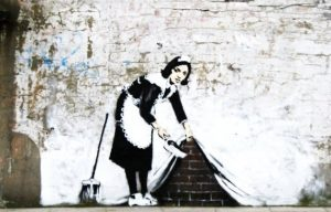 "Grafiti Banksy ""Sweep It under the Carpet"""